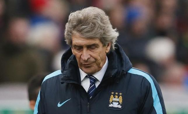 Football Soccer - Stoke City v Manchester City - Barclays Premier League - Britannia Stadium - 5/12/15. Manchester City manager Manuel Pellegrini looks dejected after the game. Reuters / Phil Noble. Livepic