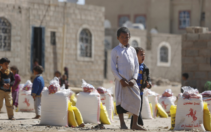 A displaced boy who fled Saada province, northwest of Sanaa with his family, waits for relief supplies during a food distribution by Yemeni volunteers in Sanaa, Yemen, Thursday, Dec. 17, 2015. Photo: AP
