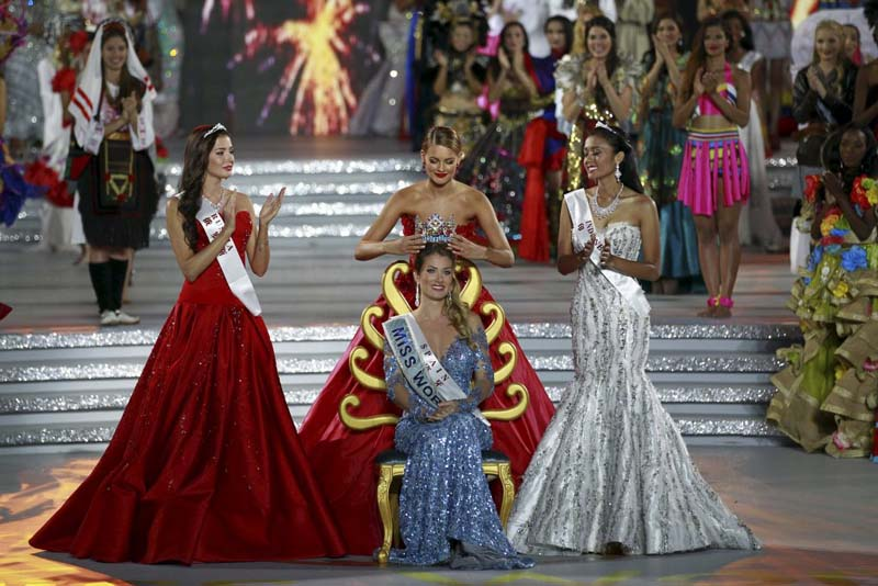 Miss Spain Mireia Lalaguna Royo (centre) receives the crown from 2014 winner Rolene Strauss of South Africa (rear), as she is flanked by second-placed Miss Russia Sofia Nikitchuk (left) and third-placed Miss Indonesia Maria Harfanti, during the Miss World 2015 pageant in Sanya, Hainan province, China, on December 19, 2015. Photo: Reuters