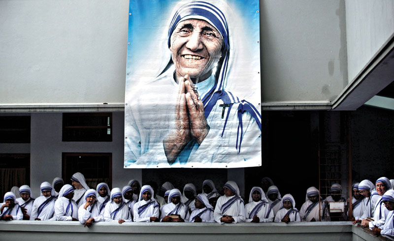 Catholic nuns from the order of the Missionaries of Charity gather under a picture of Mother Teresa during the tenth anniversary of her death in Kolkata, in this September 5, 2007. Photo: Reuters/File