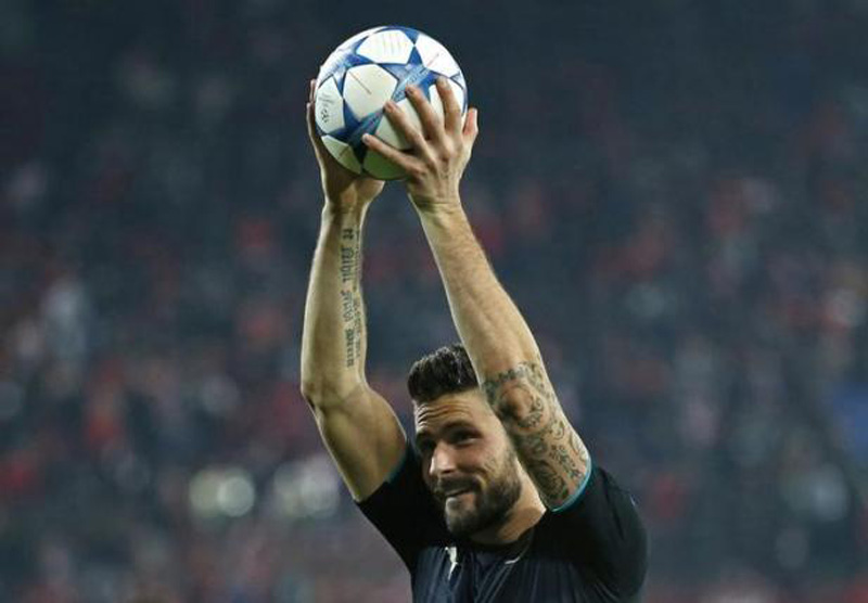 Arsenal's Olivier Giroud celebrates with the matchball after scoring a hat trick at the end of the Group F match against Olympiacos of UEFA Champions League in the Georgios Karaiskakis Stadium, Piraeus, Greece on December 9, 2015. Photo: Reuters