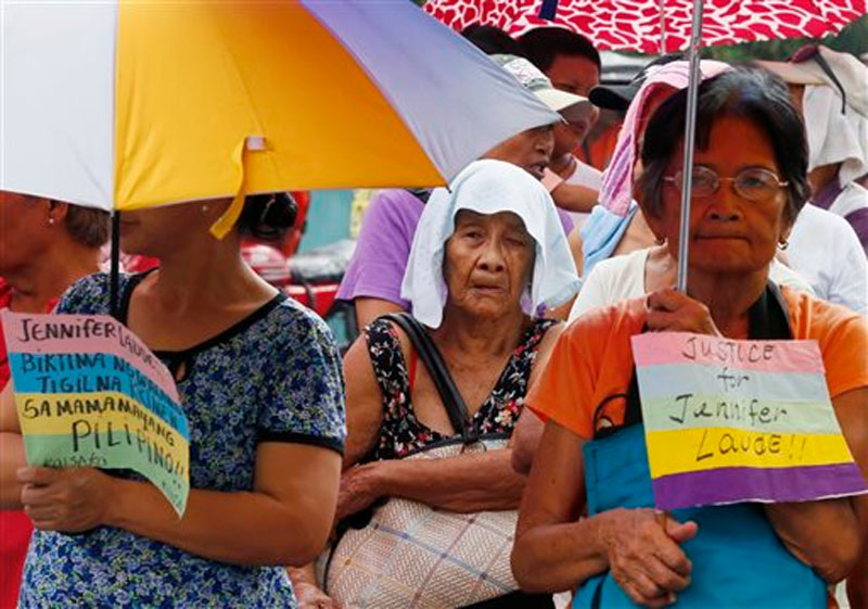 Protesters display placards during a rally near the Presidential Palace in Manila to await the verdict for US Marine Lance Cpl. Joseph Scott Pemberton who is accused in the killing of Filipino transgender Jennifer Laude, Tuesday, December 1, 2015 in the Philippines. Photo: AP