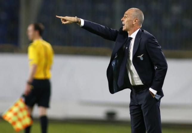 Lazio's coach Stefano Pioli gestures during the Europa League group G soccer match against Dnipro Dnipropetrovsk in Dnipropetrovsk, Ukraine, September 17, 2015. REUTERS/Valentyn Ogirenko/Files