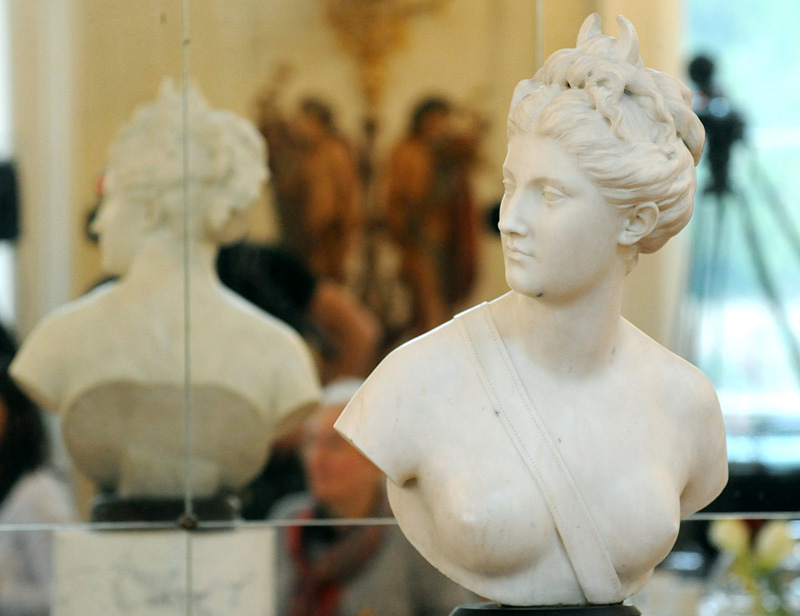 The marble bust of the antique goddess Diana is presented during a ceremony of return at the Lazienki Palace in Warsaw, Poland, Friday, Dec. 18, 2015.  The 18th-century marble bust of the goddess Diana looted by the Nazis in 1940 has returned to Warsaw from Vienna, where it recently surfaced at an auction house.  Photo: AP