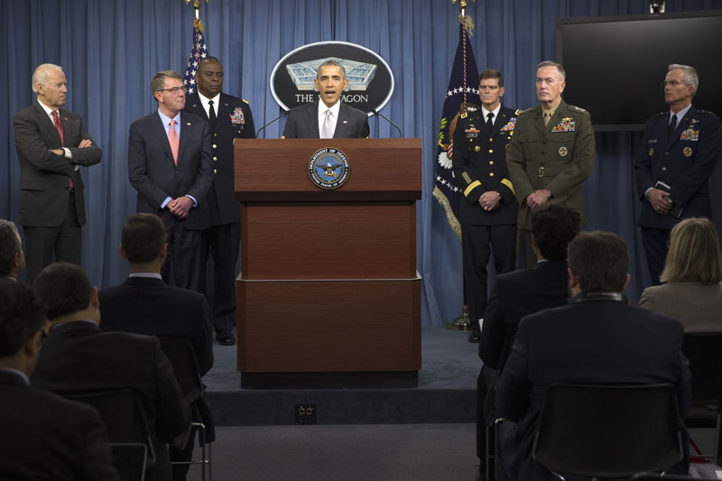 President Barack Obama, accompanied by Defense Secretary Ash Carter and Commander of US Central Command Gen. Photo: AP