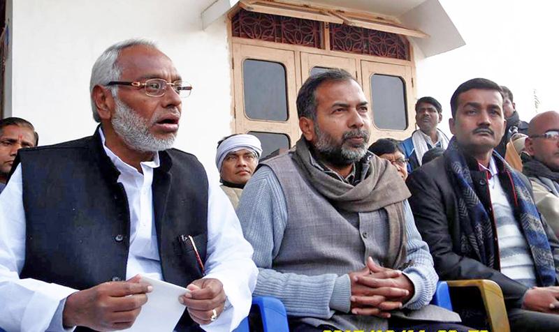 Sadbhawana Party Chairman Rajendra Mahato speaking to journalists at a press meet in Birgunj, Parsa, on Monday, December 14, 2015. Photo: THT