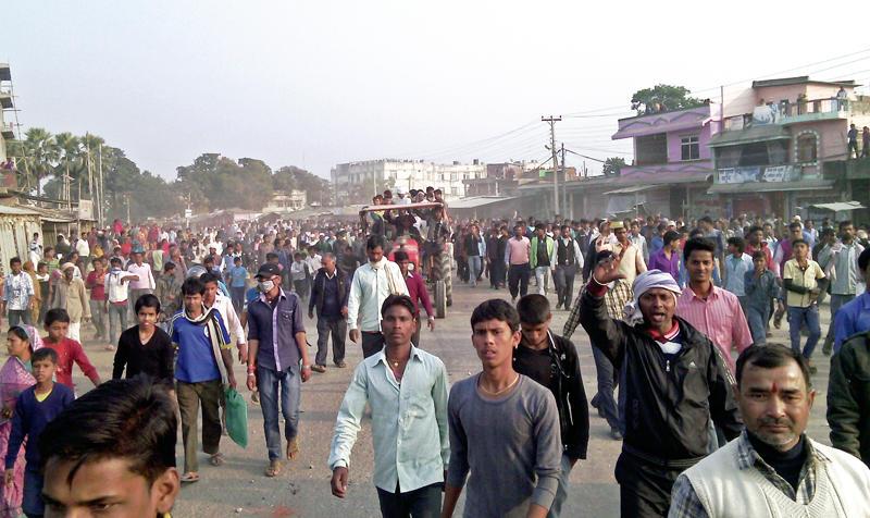 Locals and United Democratic Madhesi Front cadres taking out a funeral procession of school boy Shekh Tabrejj at Gaur in Rautahat on Tuesday, December 22, 2015. Photo: THT