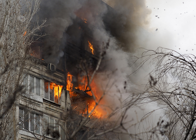 Burning nine-storey apartment building in central Volgograd, Russia, the city on the Volga River, Sunday, Dec. 20, 2015, after a gas explosion.  Eight people were taken to a hospital. Photo: AP