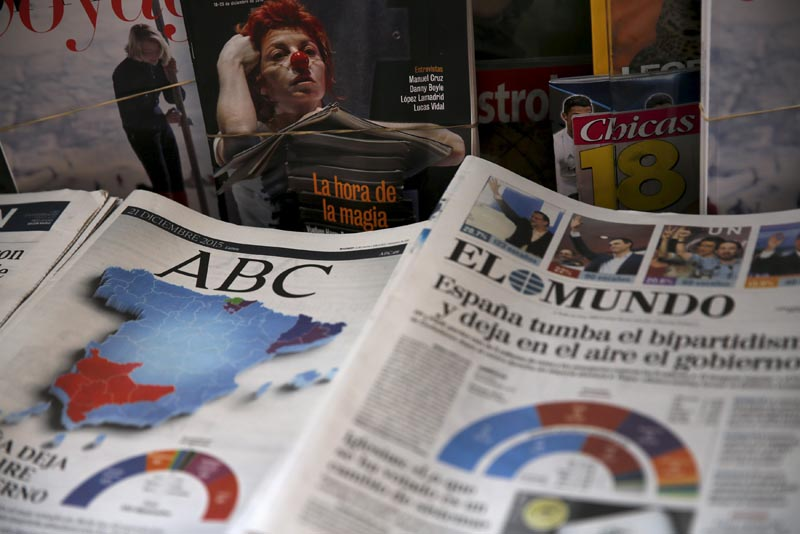 Newspapers can be seen at a kiosk a day after the most fragmented national election result in Spain's history in Madrid, Spain, December 21, 2015. REUTERS/Marcelo del Pozo