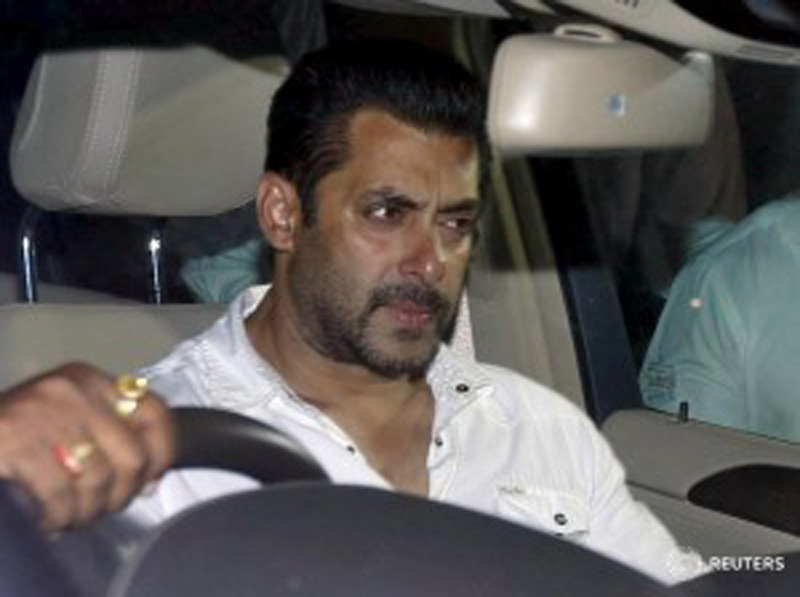 Bollywood actor Salman Khan sits in a car as he leaves a court in Mumbai, India, May 6, 2015. Photo: Reuters