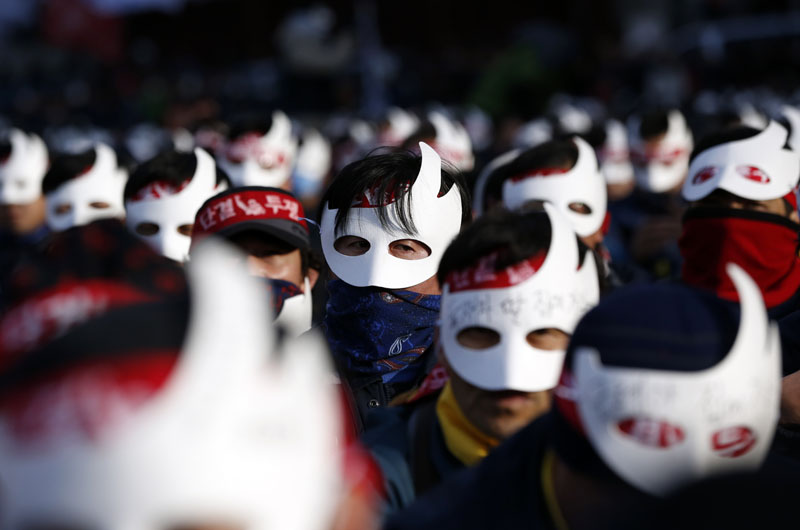 South Korean protesters attend an anti-government rally in downtown Seoul, South Korea, Saturday, December 5, 2015. Photo: AP