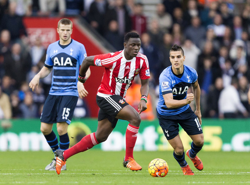 Southampton's Victor Wanyama (centre) and Tottenham Hotspur's Erik Lamela (right) battle for the ball as Eric Dier looks on during the English Premier League soccer match at St Mary's, Southampton, England on Saturday December 19, 2015. Photo: AP