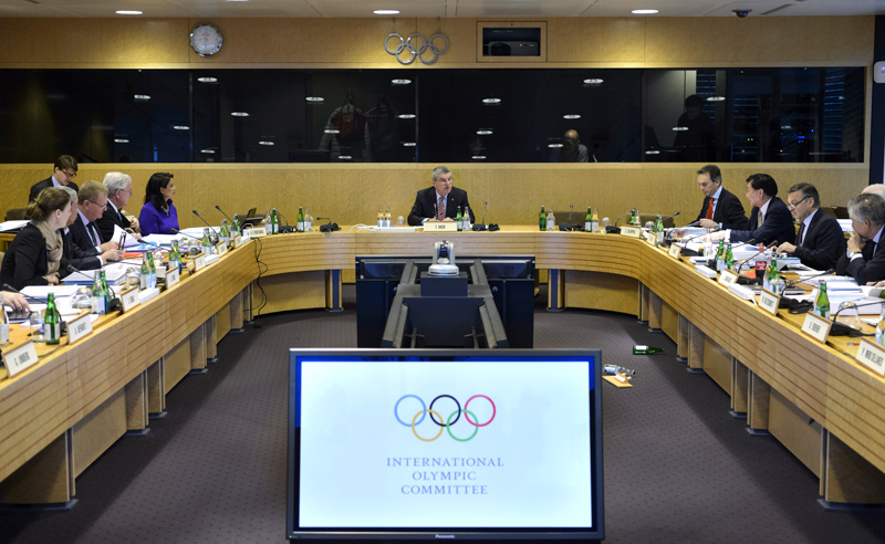 International Olympic Committee, IOC, president German Thomas Bach, center, and executive members attend the opening of an executive board meeting of the IOC at their headquarters in Lausanne, Switzerland, Tuesday, Dec. 8, 2015. Photo: AP