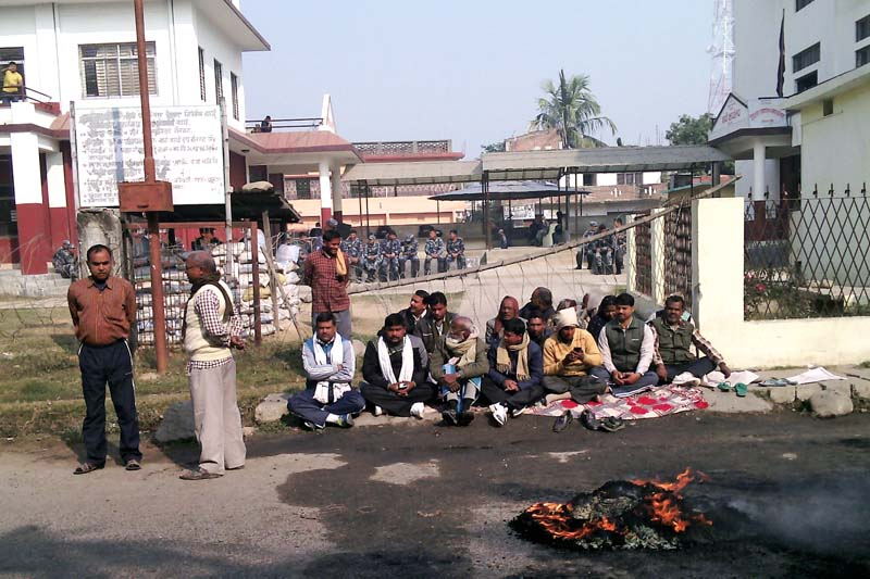 Cadres of the United Democratic Madhesi Front (UDMF) staging a demonstration outside the District Administration Office (DAO) in the district headquarters, Gaur, on Sunday, December 27, 2015. Photo: Prabhat Kumar Jha/ THT