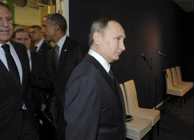 Russian President Vladimir Putin (R) and U.S. President Barack Obama (2nd R) attend the World Climate Change Conference 2015 (COP21) at Le Bourget, near Paris, France, November 30, 2015. REUTERS/Mikhail Klimentyev/Sputnik/Kremlin