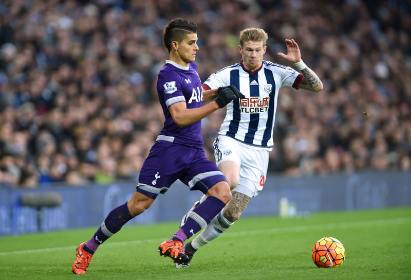 West Bromwich Albion's James McClean, right, and Tottenham Hotspur's Erik Lamela battle for the ball during their English Premier League soccer match at The Hawthorns, West Bromwich, England on Saturday, December 5, 2015. Photo: AP