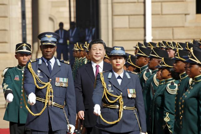 Chinese President Xi Jinping walks past a the guard of honour on arrival at the Union Buildings in Pretoria for his meeting with South African President Jacob Zuma, December 2, 2015. Photo: Reuters