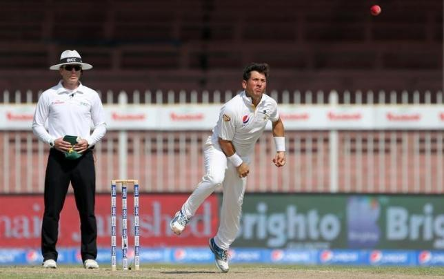 Pakistan's Yasir Shah (R) in action against England during third test match at Sharjah Cricket Stadium in United Arab Emirates in November 3, 2015. Photo: Reuters