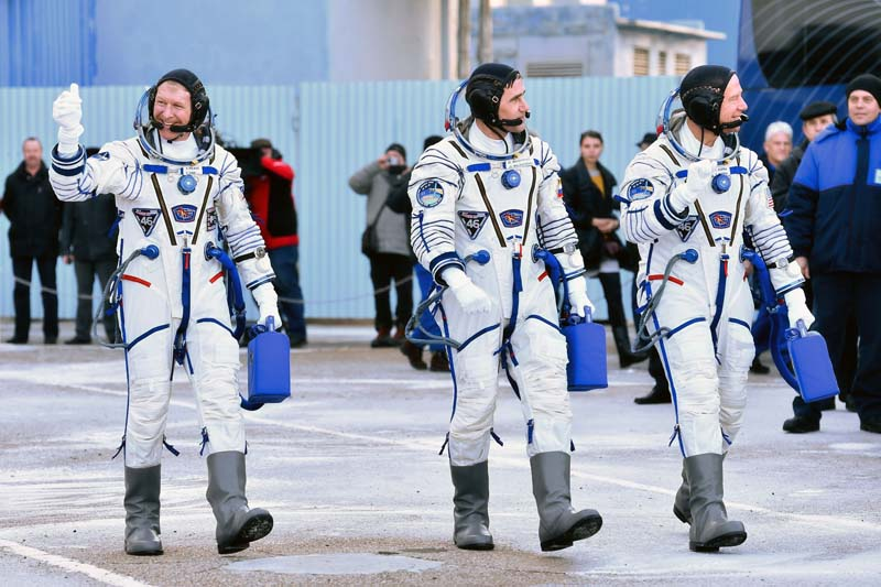 (From left) Britain's astronaut Tim Peake, Russian cosmonaut Yuri Malenchenko and US astronaut Tim Kopra walk after their space suits were tested at the Russian-leased Baikonur cosmodrome, prior to blasting off to the International Space Station (ISS), on December 15, 2015. Photo: AFP