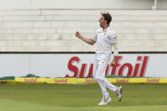 South Africa's Dale Steyn celebrates the wicket of England's Alex Hales during their first cricket test match in Durban, South Africa, December 26, 2015. Photo: Reuters