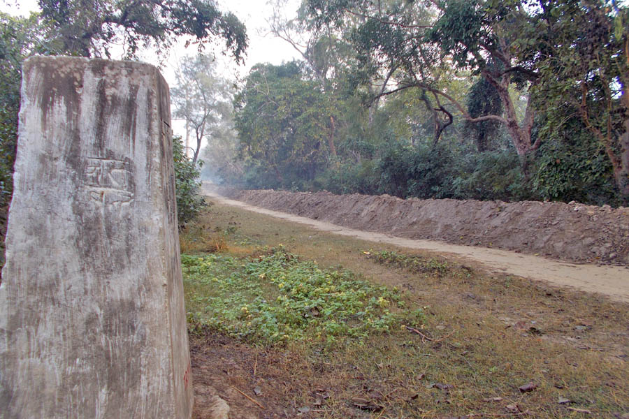 The forest department of India has started constructing a dam in the no man's land along the Nepal-India border near Parasan of Punarbas Municipality, Kanchanpur, without Nepalu2019s consensus. Photo: RSS