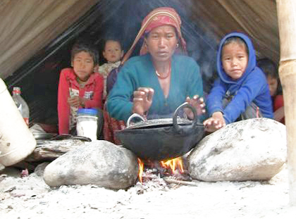 A family, living in a temporary camp, warming themselves in front of a fire in Dhadingbesi, Dhading, on Thursday. Photo: THT