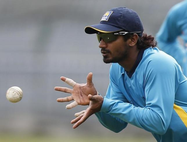 Sri Lanka's Kusal Perera catches the ball during a practice session ahead of their first One Day International cricket match against South Africa in Colombo July 5, 2014. Photo: Reuters