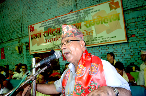 Senior leader of CPN-UML Madhav Kumar Nepal speaking at a programme organised by the CPN-UML-aligned All Nepal National Free Students Union (ANNFSU) in Ghorahiu201a Dang on Fridayu201a August 02u201a 2013. Photo: THT/File