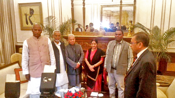 Madhesi leaders (from left) Mahendra Raya Yadav, Rajendra Mahato, Mahantha Thakur and Upendra Yadav and Indian Ambassador to Nepal, Ranjit Rae meet Indian Minister for External Affairs Sushma Swaraj (centre) in New Delhi on Sunday, December 05, 2015. Courtesy: MEA India