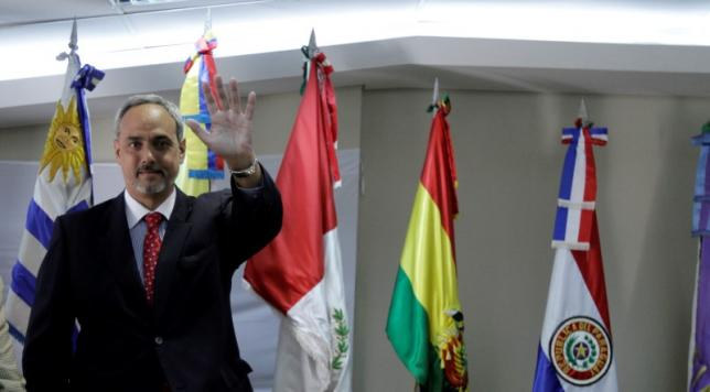 Manuel Burga, President of the Peruvian Football Federation (FPF) gestures during the draw for the CONMEBOL 2011 U-20 South American Youth Championship in Luque, on the outskirts of Asuncion, October 18, 2010.  REUTERS/Jorge Adorno