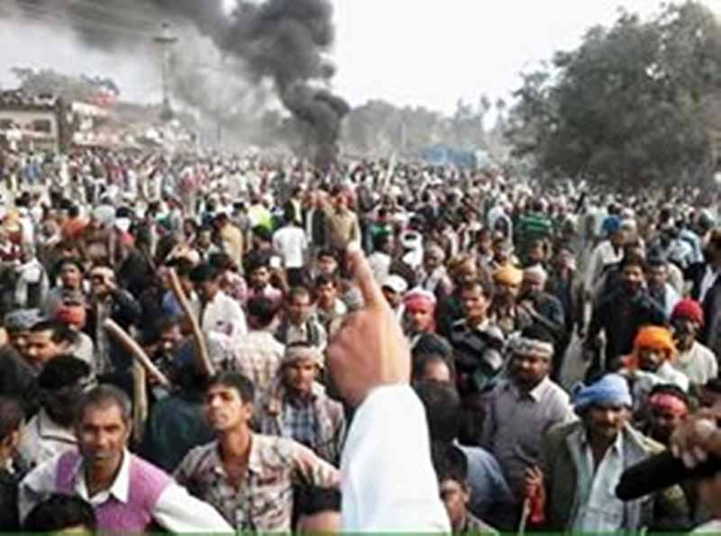 A crowd of protesters in Nawalpur of Sarlahi district, on Thursday,  December 3, 2015. Photo: Prabhat Kumar Jha