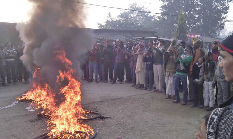 Agitating protesters burn tyres in front of the Area Police Office, Ganga Pipara, in the district headquarters of Rautahat, Gaur, on Monday, December 21, 2015. Photo: Prabhat Kumar Jha