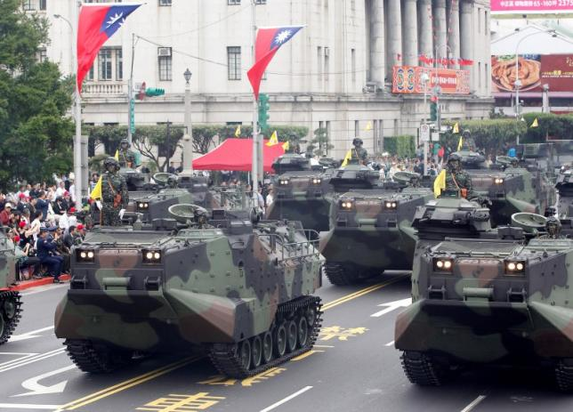 AAV-P7A1 amphibious assault vehicles of the Taiwan Marine Corps are seen as part of a parade during Taiwan's National Day celebrations in front of the Presidential Office in Taipei October 10, 2011. Photo: REUTERS