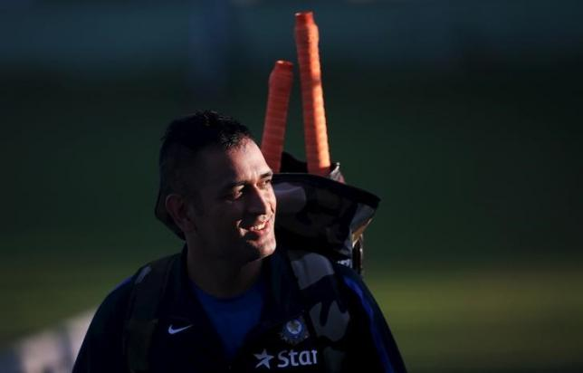 Mahendra Singh Dhoni leaves the nets during a practice session in Dharamsala, India, October 1, 2015. Photo: REUTER