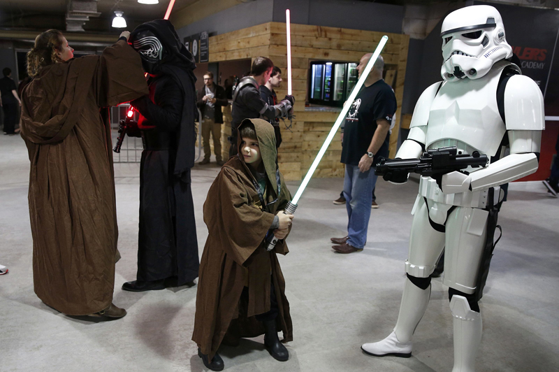 Fans dressed as Star Wars characters arrive at the  'For The Love of The Force' fan convention in Manchester, northern England, December 4, 2015. Photo: Reuters