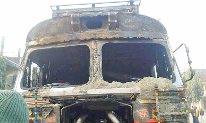 A brick-laden truck partially damaged after the  agitating United Democratic Madhesi Front (UDMF) set ablaze on it at Methur Chok of Garuda Municiapality in Rautahat district on Monday, December 28, 2015. Photo: Prabhat Kumar Jha