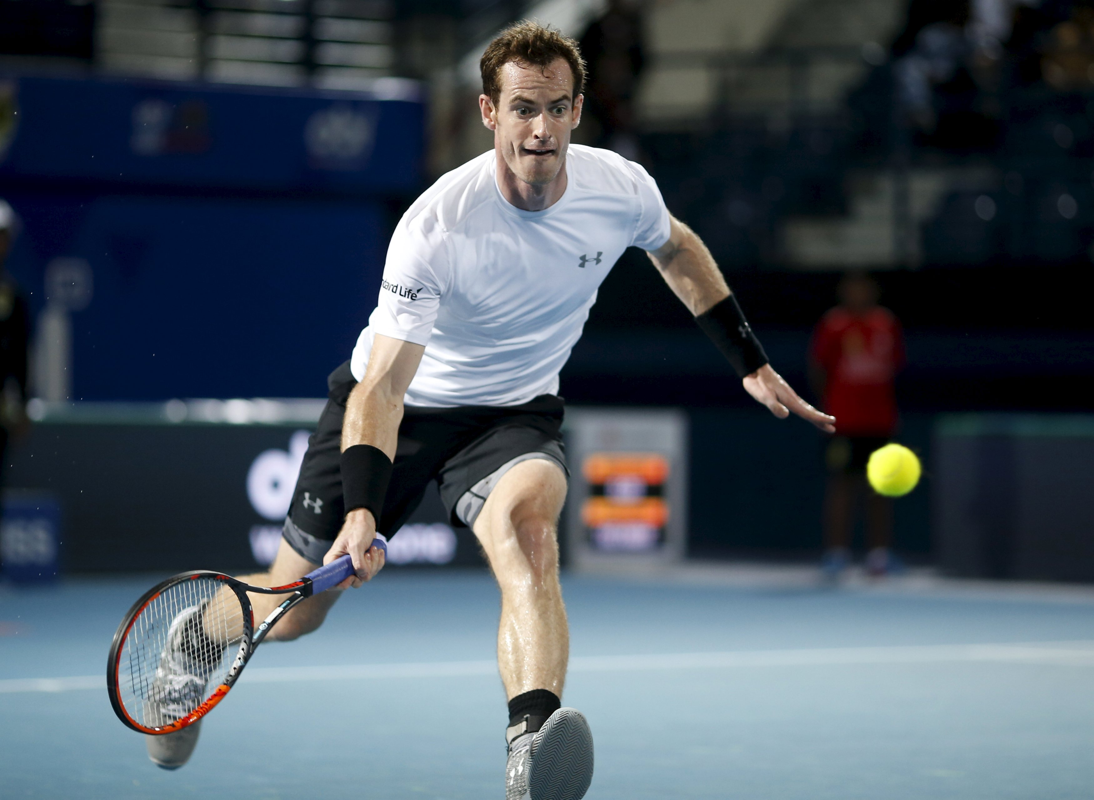 Andy Murray hits a return to Micromax Indian Aces' Bernard Tomic during their match at the International Premier Tennis League (IPTL) in Dubai, December 16, 2015. Photo: Reuters