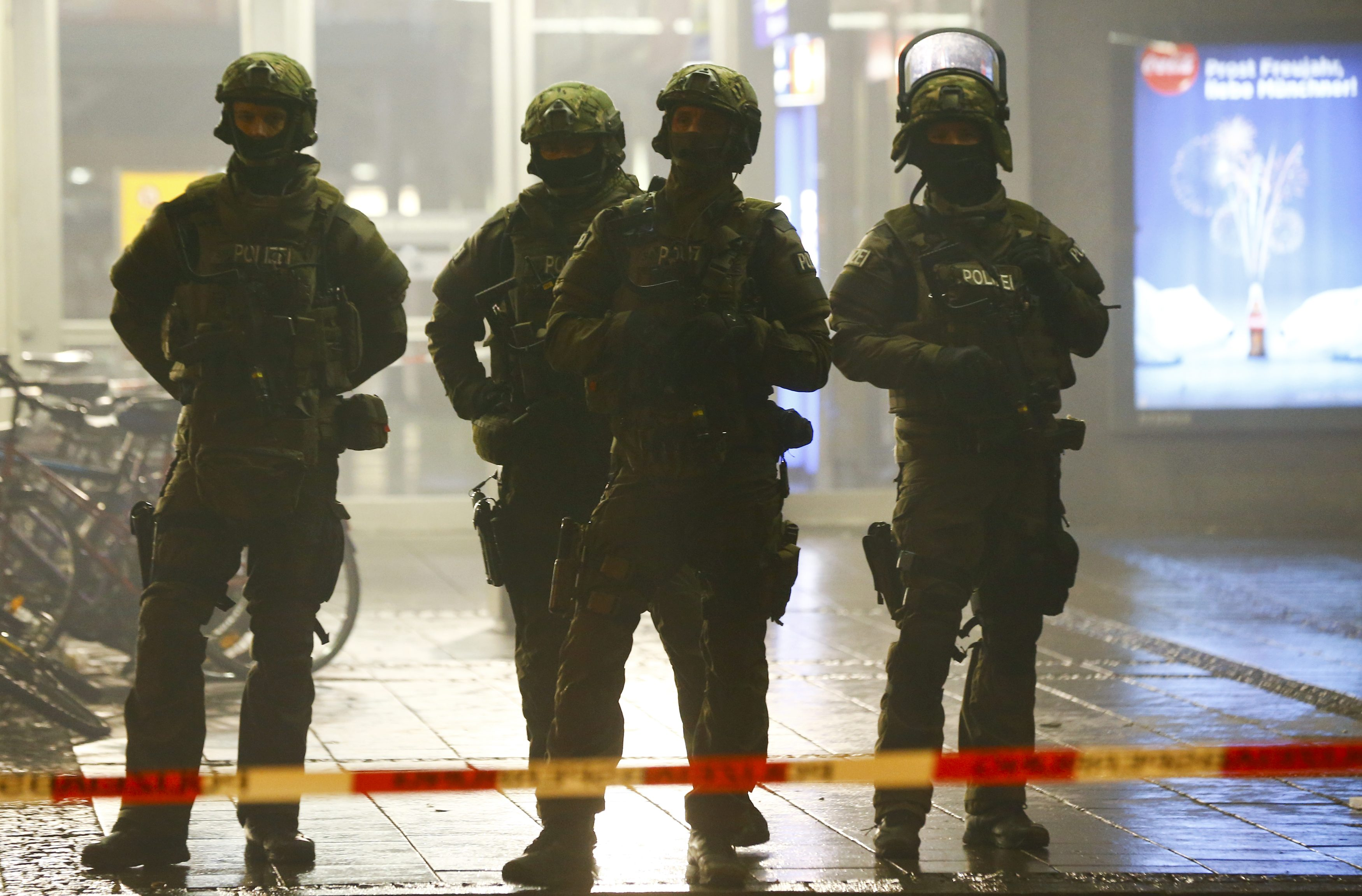 German police secure the main train station in Munich January 1, 2016. Photo: Reuters