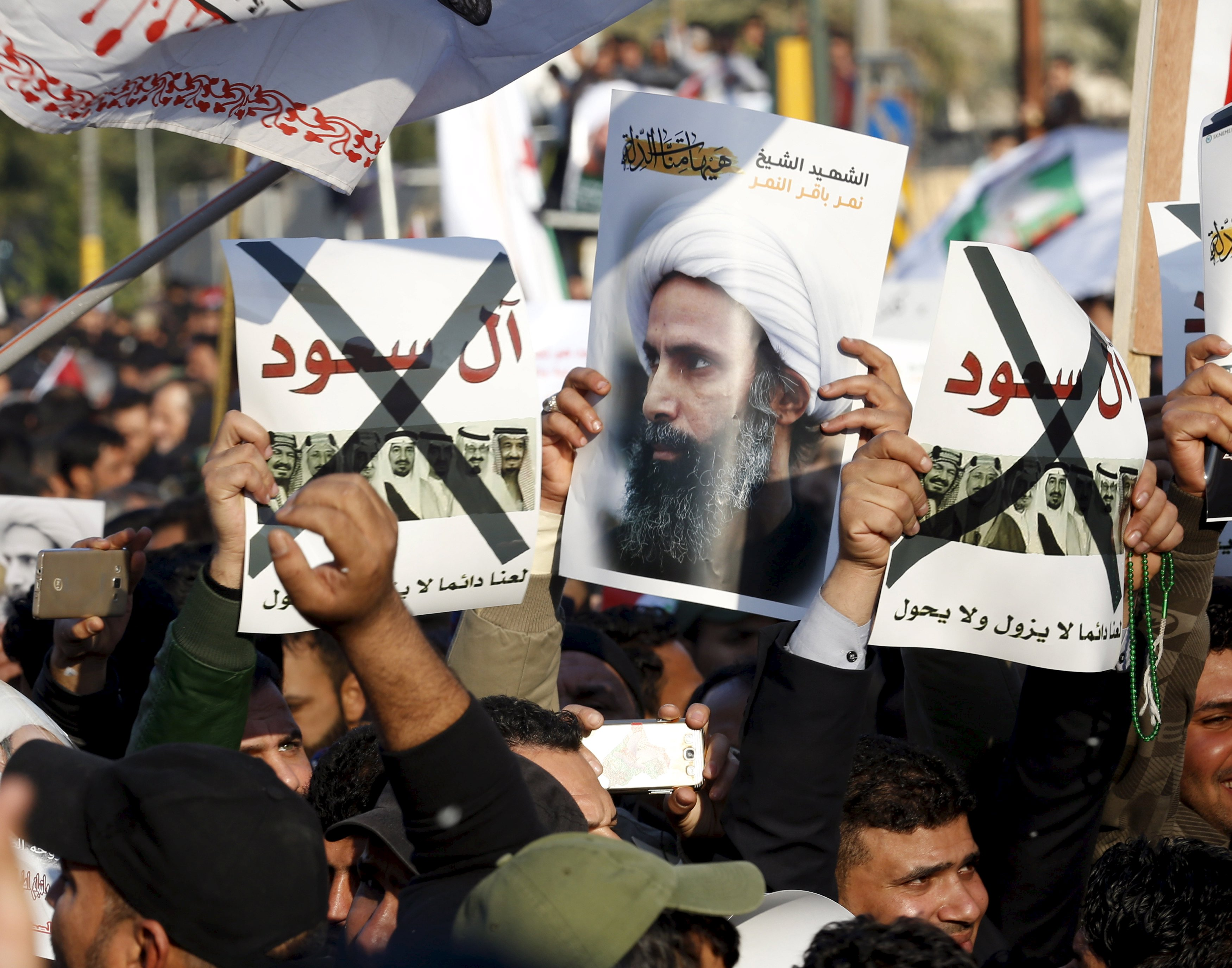 Supporters of Shi'ite cleric Moqtada al-Sadr protest against the execution of Shi'ite Muslim cleric Nimr al-Nimr in Saudi Arabia, during a demonstration in Baghdad January 4, 2016. Photo: Reuters