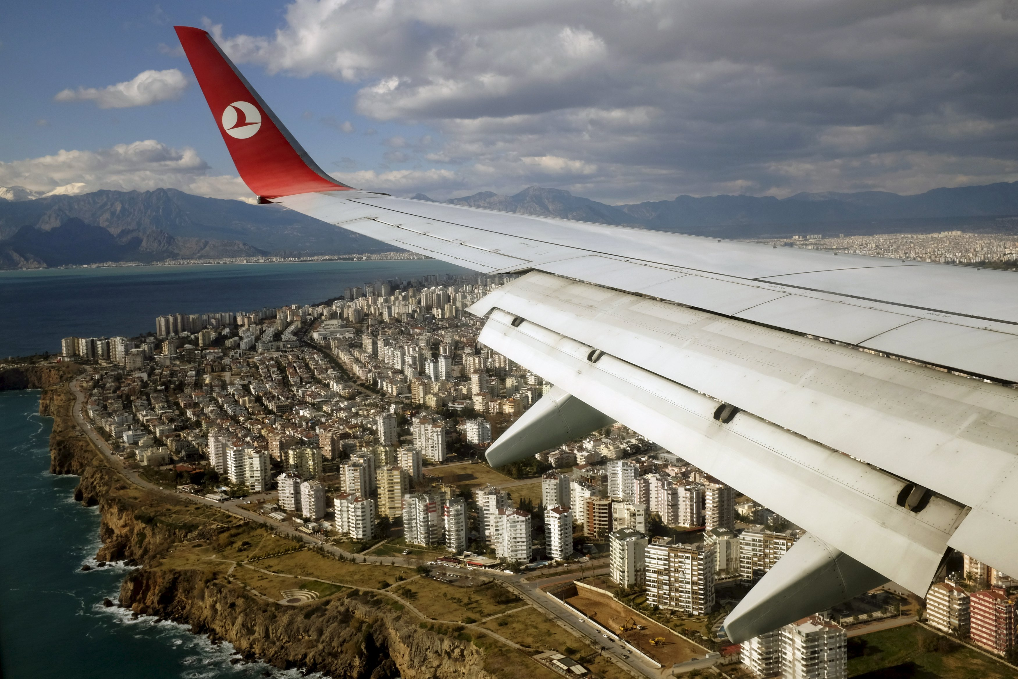 A Turkish Airlines Boeing 737-800 aircraft approaches to land at Antalya International airport in the Mediterranean resort city of Antalya, Turkey, January 8, 2016. Photo: Reuters