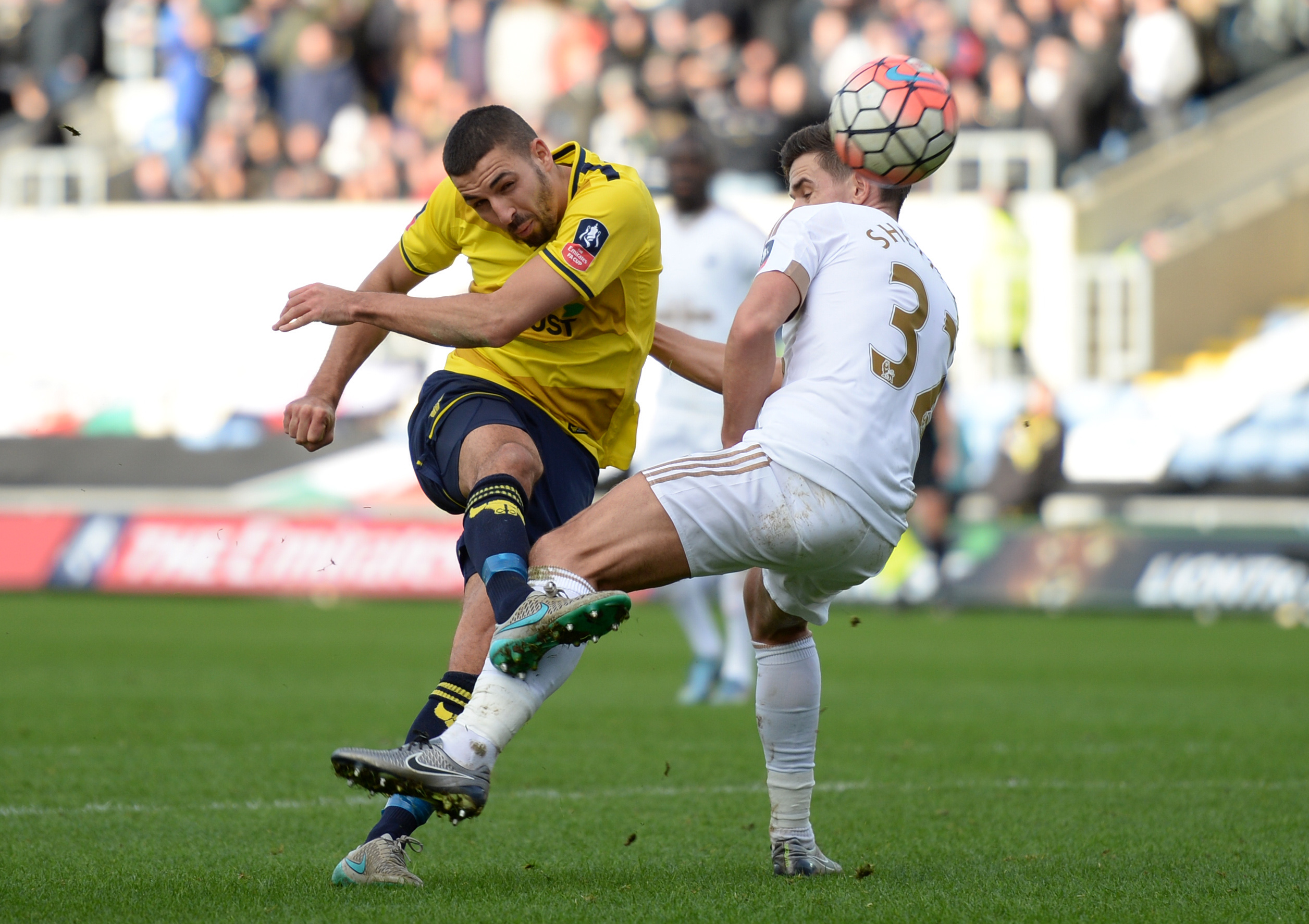 Oxford's Liam Sercombe shoots at goal during FA Cup against Swansea City on Sunday, 2016. Photo: Reuters