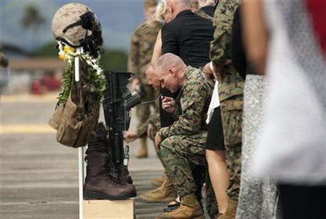 Family, friends and comrads pay their respects during a memorial service for the 12 US Marines who died when their helicopters crashed off the North Shore of Oahu, Hawaii, Friday, Jan. 22, 2016, at Marine Corps Base Hawaii. Photo: AP