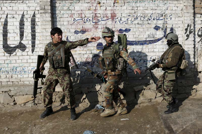 Afghan National Army (ANA) soldiers arrive after a blast near the Pakistani consulate in Jalalabad, Afghanistan on January 13, 2016. Photo: Reuters