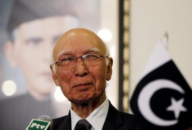 Advisor to Pakistan's Prime Minister on National Security and Foreign Affairs Sartaj Aziz listens to a question during a news conference with Iranian Foreign Minister Javad Zarif at the Foreign Ministry in Islamabad April 8, 2015. Photo: Reuters