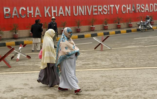 Students leave their campus at Bacha Khan University in Charsadda, Pakistan January 25, 2016. REUTERS/Khuram Parvez