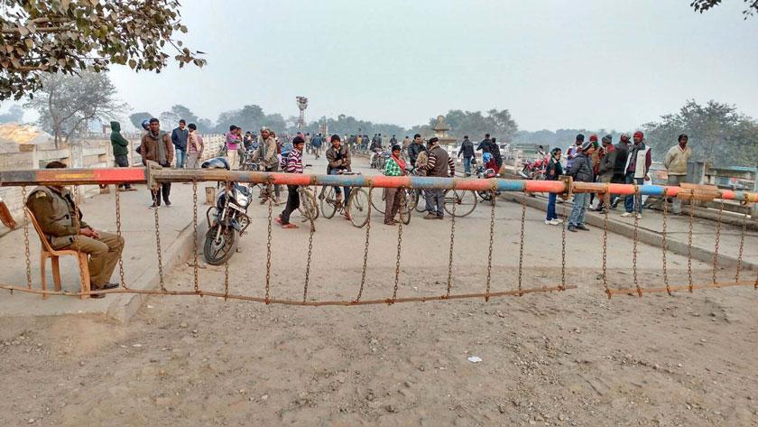 Indian side closed the Birgunj-Raxaul border setting up barricade on Tuesday, January 26. Photo: Ram Sarraf