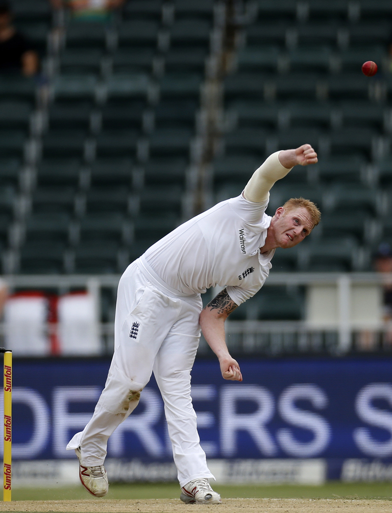 England's Ben Stokes makes a delivery during the third cricket test match against South Africa in Johannesburg, South Africa, January 14, 2016. Photo: Reuters