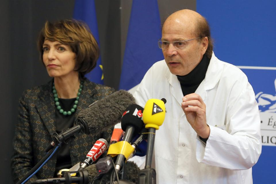 French Health Minister Marisol Touraine, left, and Professor Gilles Edan, the chief neuroscientist at Rennes Hospital, address the media during a press conference held in Rennes, western France, Friday, Jan. 15, 2016. Six previously healthy medical volunteers have been hospitalized u0097 including one man who is now brain dead u0097 after taking part in a botched drug test at the Biotrial lab in western France, the French Health Ministry said Friday. (AP Photo/David Vincent)
