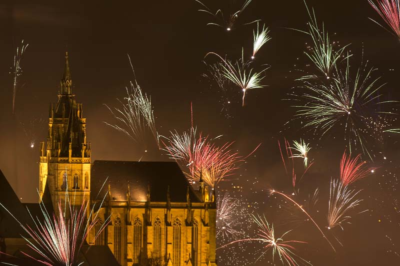 In this photo taken with long exposure, fireworks explode near the medieval Mariendom or St. Mary's Cathedral shortly after midnight during the New Year celebrations in Erfurt, central Germany, Friday, January 1, 2016. Photo: AP
