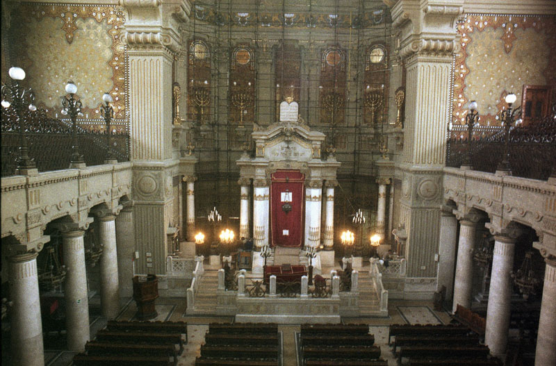 FILE - An interior view of the Great Synagogue of Rome on March 26, 1986. Photo: AP